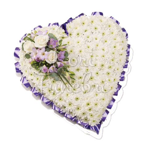 cuscino-cuore-crisantemi-bianchi-composizione-rose-bianche